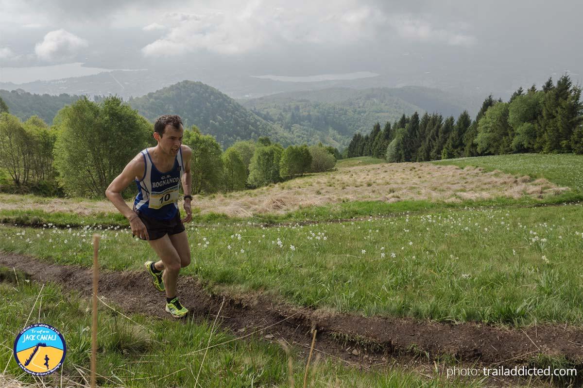 Mattia Scrimaglia in azione sul sentiero di mezzo